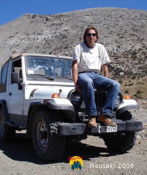 het begin van Routaki routes met de speciaal daarvoor gekochte Rocsta jeep.