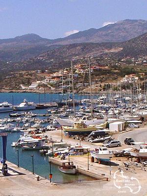 vanuit de marina van Agios Nicolaos kan men een prima zeiltrip maken
