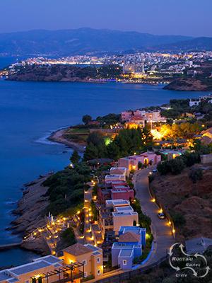 Agios Nikolaos ook mooi tijdens de nacht.