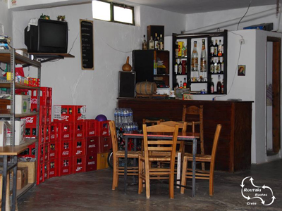 a typical lay out of the inside of a Cretan kafeneon.