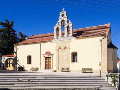 de kerk van Agia Varvara - gelegen aan de hoofdweg