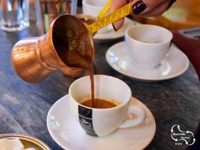 de traditionel Griekse koffie is inmiddels vervangen door vele moderen nieuwe vormen