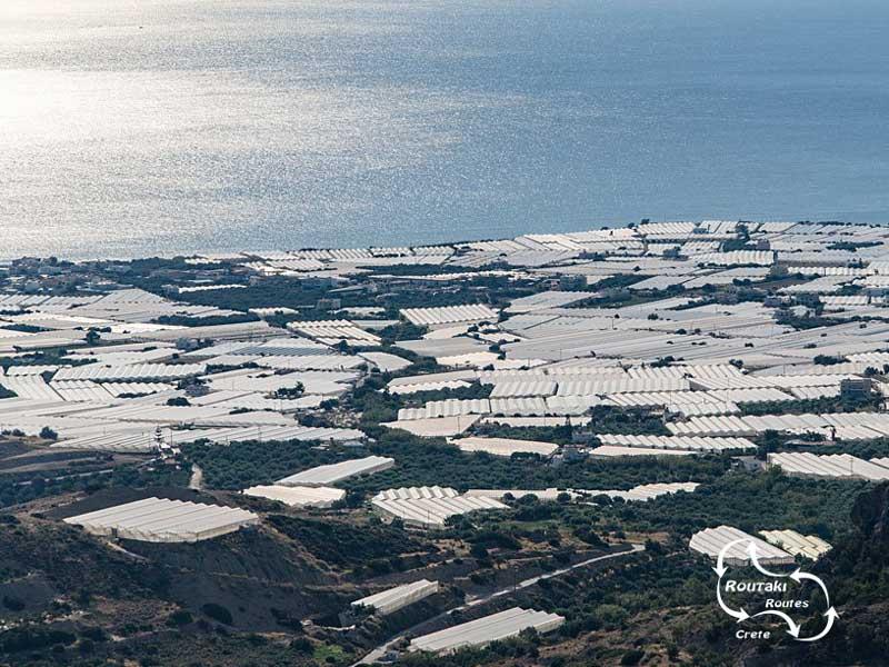 de vele broeikassen, vooral in het zuiden van Kreta