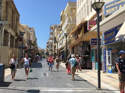 de belangrijkste straat van Heraklion - met een schrikbarende geschiedenis
