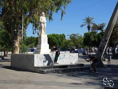 het standbeeld van de onbekende soldaat op Plateia Eleftherias