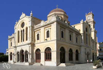 de mooie Agios Minas kathedraal die op 11 november haar naamdag viert
