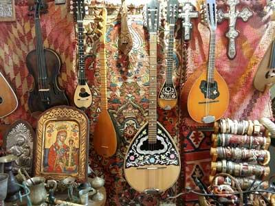 kretenzer muziekinstrumenten gefotografeerd tijdens de stadswandeling Rethymnon