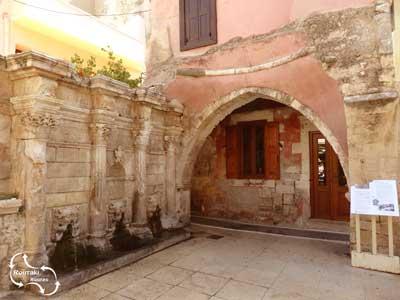 Eén van de eerste watervoorzieningen van de stad - de Rimondi fontein