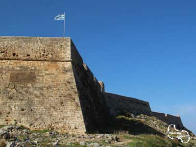 De Griekse vlag altijd op de hoek van het fort van Rethymnon