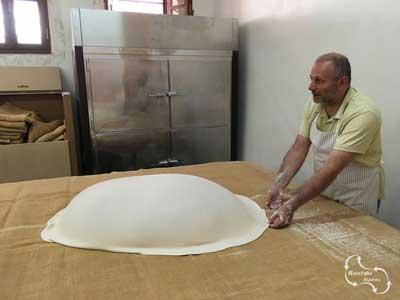 filo kroustas wordt uitgelegd over de tafels