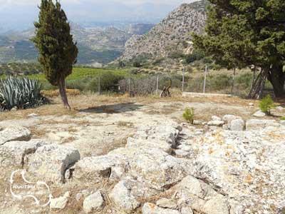 zicht over de archeologische opgraving van Vathypetro