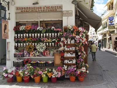 kunstbloemen die geplaatst worden op de graven van overledenen